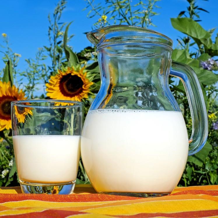 Mleko 1 L świeże niepasteryzowane (z butelką na wymianę)